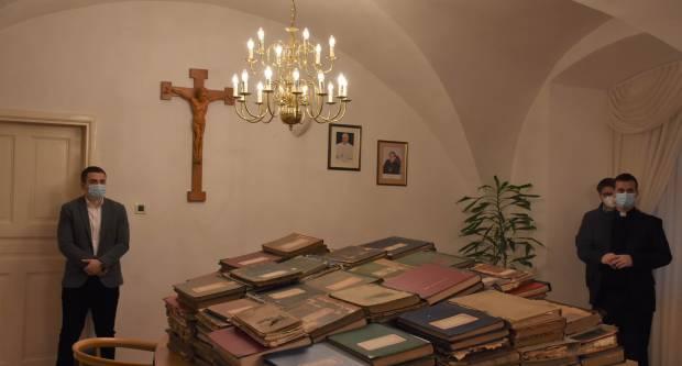 Požeškoj biskupiji vraćene matične knjige oduzete u vrijeme komunističke vladavine