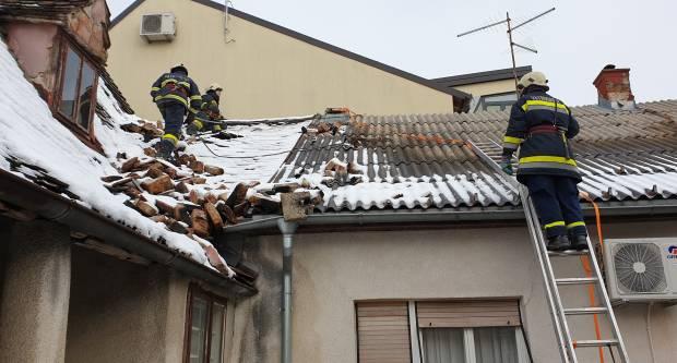 Vatrogasci i dalje angažirani na uklanjanju posljedica potresa