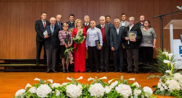 Objavljen Javni poziv za predlaganje kandidata za dodjelu javnih priznanja i nagrada Grada Slavonskog Broda u 2021. godini