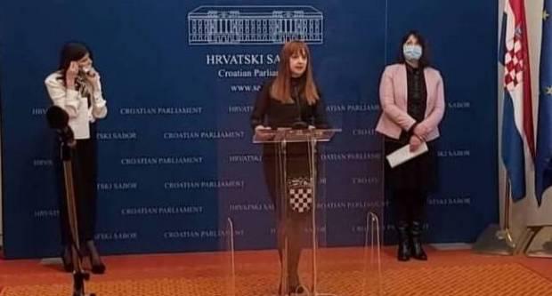Zastupnica Vlašić-Iljkić uz kolegice zastupnice održala tiskovnu na temu: Sigurne kuće