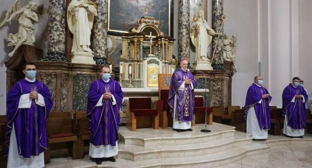 Upis kandidata za svetu potvrdu na prvu korizmenu nedjelju u požeškoj Katedrali
