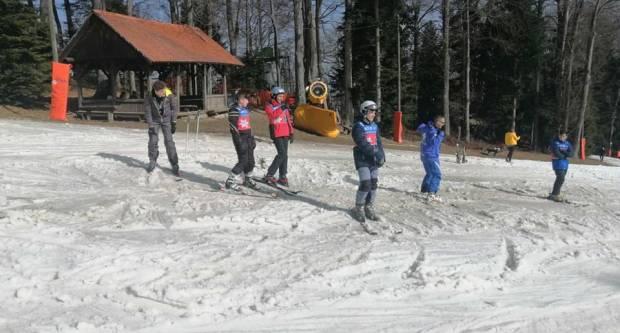 Katolička osnovna škola Požega organizirala zimsku školu skijanja na Sljemenu