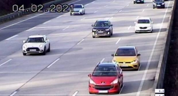 Evo kako se u Njemačkoj kažnjava premali razmak između vozila tijekom vožnje