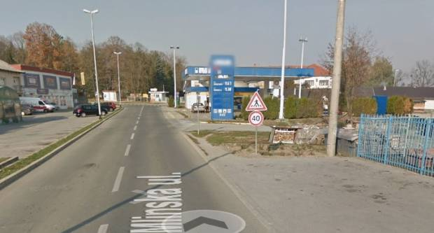 Autobusom udario u reklamni pano u Pleternici