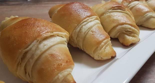 Bez preklapanja tijesta: Recept za mekane kroasane koji se pripremaju brže od klasičnih