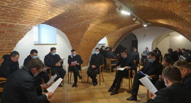 Susret trajne formacije mladih svećenika i đakona u Požegi