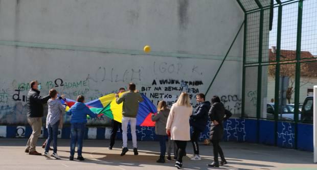 """Posjet Osnovnoj školi """"Milan Amruš"""" povodom Mjeseca zdravlja"""