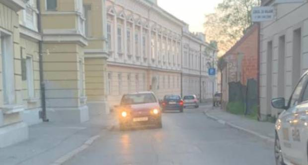 Kroz Županijsku ulicu u suprotnom smjeru
