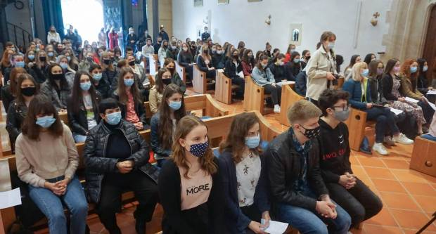 Hodočašće učenika katoličkih gimnazija Požeške biskupije u Voćin