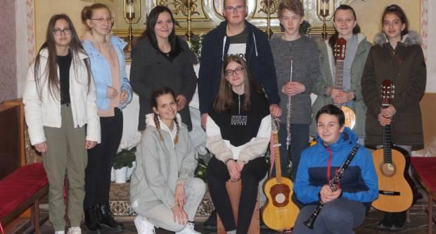Crkveni zbor mladih Gaudium: Slavimo Gospodina pjevanjem i sviranjem
