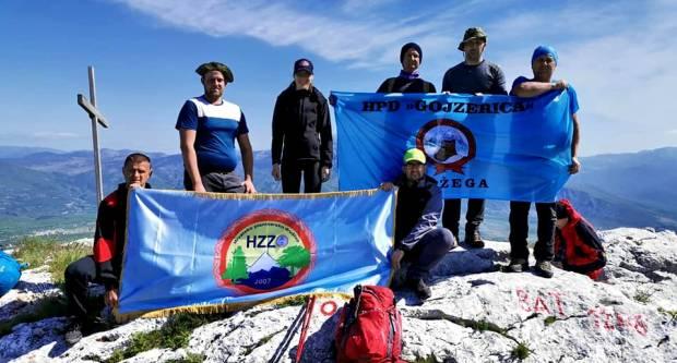 Planinari HPD Gojzerica Požega ispenjali su Sinjal 1831 mnv, najviši vrh Hrvatske na Dinari