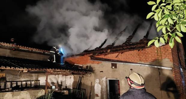 U požaru u Rajsavcu izgorio građevinski objekt i sijeno u njemu