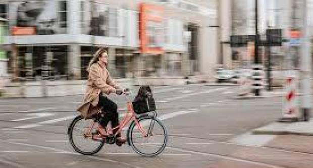 Sindikat biciklista: Apsurdno je da biciklist na raskrižju treba sići s bicikla