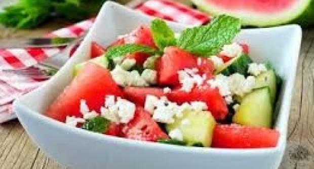 Lagana, a zasitna: Ljetna salata s lubenicom i sirom koja može zamijeniti ručak