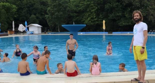 130 djece iz Lipika i Pakraca ide na školu plivanja