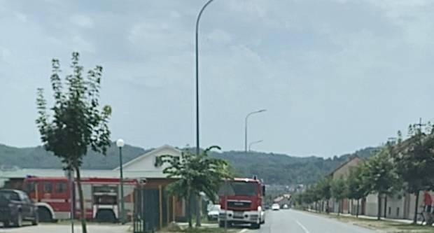 Nešto gori kod trgovine KTC u Požegi, na terenu su vatrogasci
