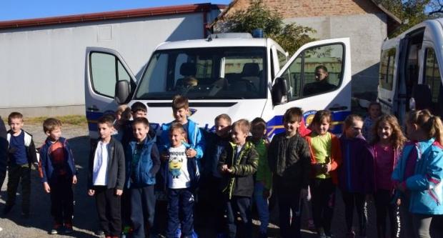 Kutjevačka djeca gosti interventne policije u Kutjevu