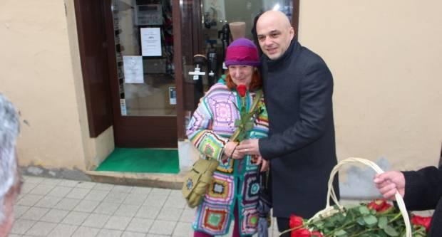 Grad Požega podijelio ruže nježnijem spolu povodom njihovog dana