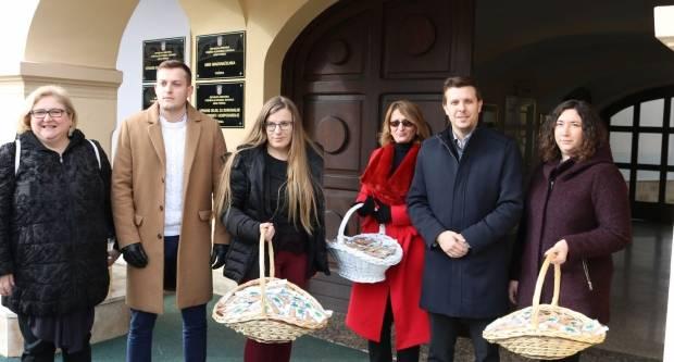 Zajednica žena Katarina Zrinski grada Požege sugrađanima podijelila pšenicu