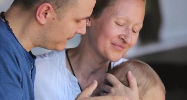 Hrabra mama (38) koja boluje od raka i koja je bez svijesti rodila sina treba našu pomoć