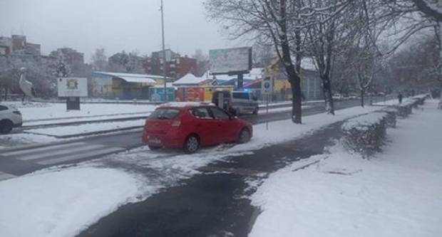 Zbog nepoštivanja pravila vožnje u kružnom toku dogodila se prometna nesreća