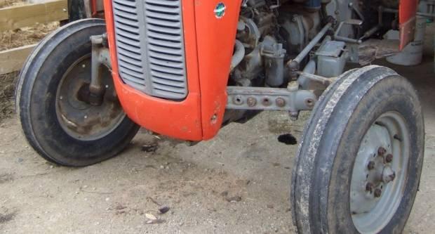 ʺPoduzetniʺ mladići klepili traktor 63-godišnjaku