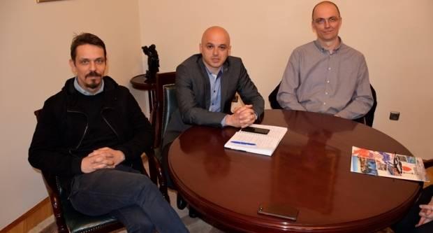 Denis Sušac i Bela Ikotić iz Osijek City Softwarea na sastanku s gradonačelnikom Puljašićem