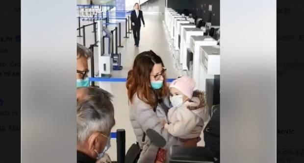 MILA KRENULA ZA SAD: Na aerodromu ju dočekali pljeskom. Sretno, djevojčice!