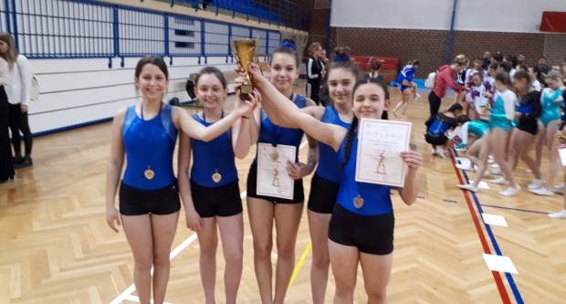 Požeške gimnastičarke odlične u B. Manastiru
