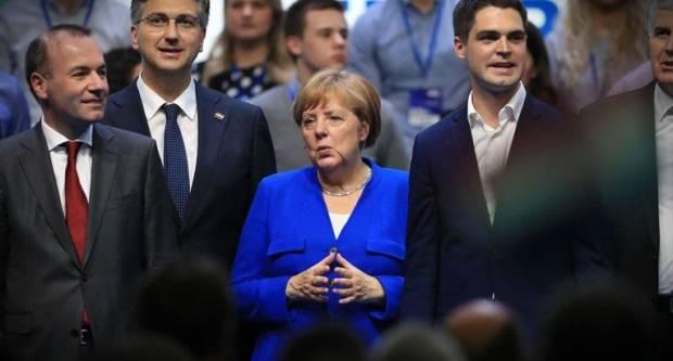 Angela se baš usrećila, Njemački mediji o HDZ-ovom skupu: Nacionalistički tonovi uz ustaškog barda