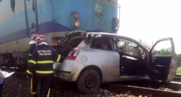 Pri naletu vlaka teško ozlijeđen vozač automobila