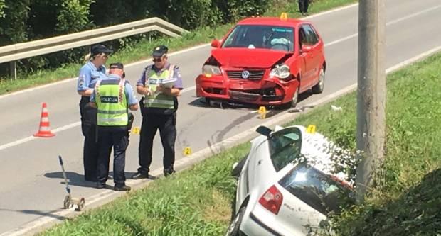 U Dervišagi sudar dva automobila, više osoba ozlijeđeno