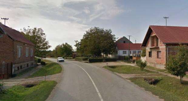 U jučerašnjoj prometnoj kod Sl. Broda mladići ispali iz auta, pet osoba teško ozljeđeno