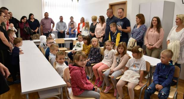 Treća generacija učenika u Katoličkoj osnovnoj školi u Novskoj