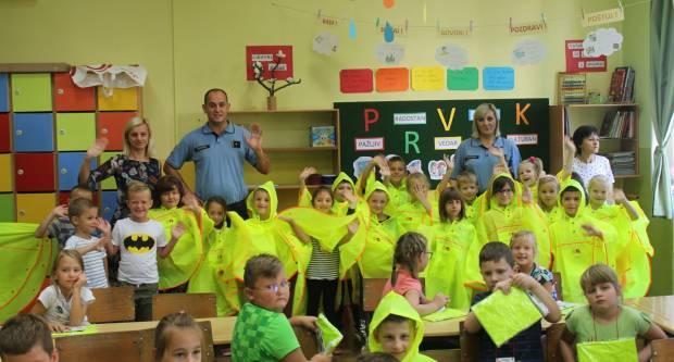 PU požeško slavonska u osnovnim školama provodi akciju ʺPoštujte naše znakoveʺ