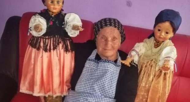 Bartolović Barbara svoju ljubav prema narodnoj nošnji prenijela je na lutke