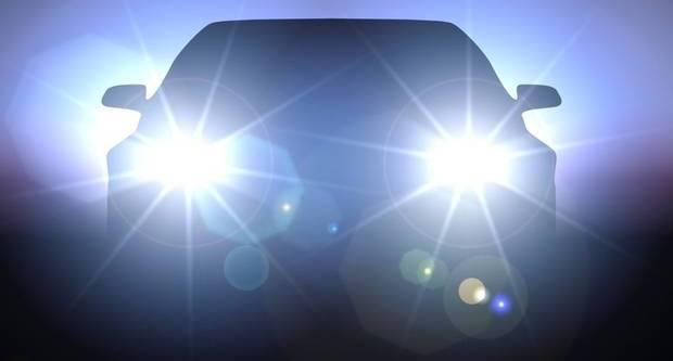 ŠTO KAŽE SUD: Smijete li imati uključena duga svjetla kad pretječete drugo vozilo?