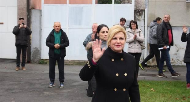 Predsjednica Kolinda Grabar Kitarović lošije glumi nego što laže i pjeva