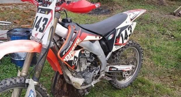 Policija našla kradljivce motora u Velikoj, u Požegi ukraden moped