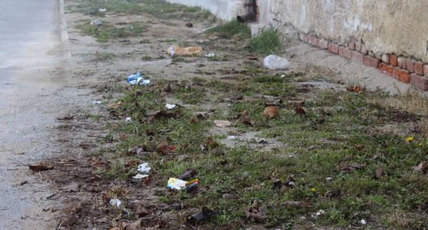 Razbacano smeće po požeškim ulicama krade poglede mnogih prolaznika