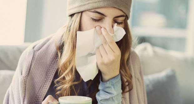 JASNI SIMPTOMI: Kako razlikovati zarazu koronavirusom od prehlade i gripe?