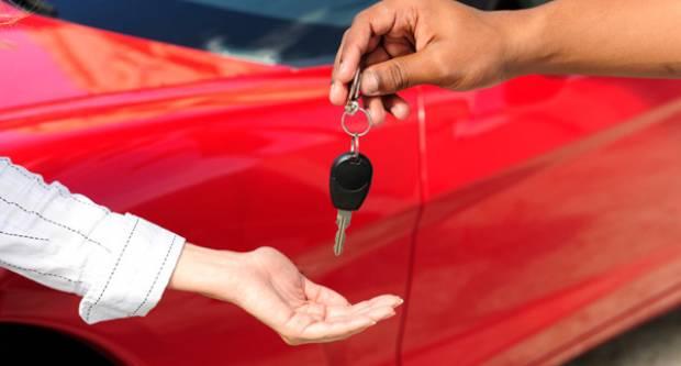 Što se (ne) plaća ako automobil poklonite članu obitelji?!