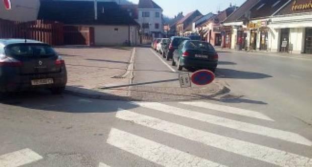 S 2.55 promila oštetio prometni znak