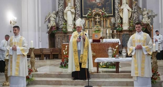 Slavlje preuzimanja svetih ulja u požeškoj Katedrali