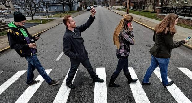 Hoče li zabrana korištenja mobitela kod pješaka zaživjeti u Hrvatskoj?