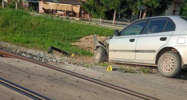 U Trenkovu sudar vlaka i automobila, nastala materijalna šteta