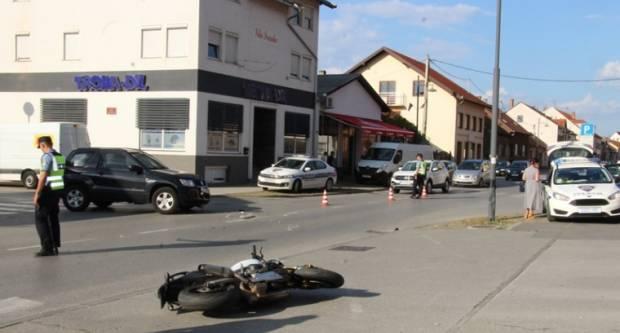 Prometna nesreća u Požegi između motocikla i osobnog automobila, motociklist prevezen u OŽB Požega