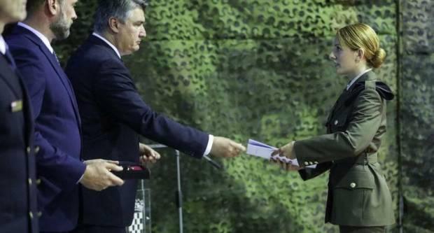 Brođanka Lucija danas od Predsjednika Republike primila prvi časnički čin