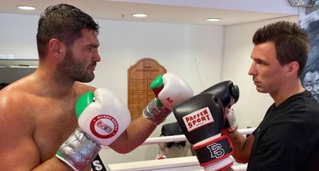 Mandžo skinuo kopačke i stao u ring s najboljim hrvatskim boksačem