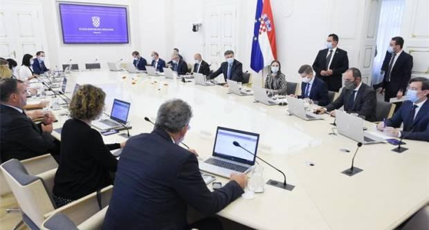 """Božinović rekao kako je u sedam dana doneseno osam odluka, FUCHS: """"Aktivno su oboljela 72 učenika, učitelja i nastavnika 74, a nenastavnog osoblja je 14ʺ"""